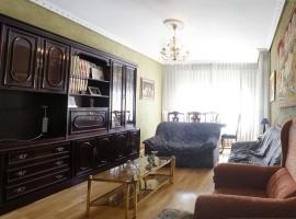 Piso de 4 dormitorios en C/Romanceros